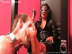 Mistress Panterra with feetlicking slave